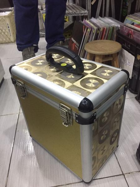 Case de vinil Dourado II 75 discos