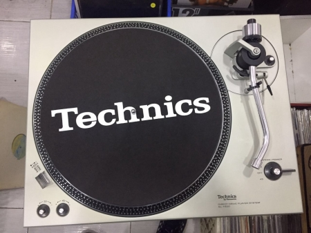 Toca-Disco Technics SL-1500 - Impecável