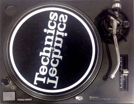 Toca Disco Technics MK2 SL 1200 (O PAR)