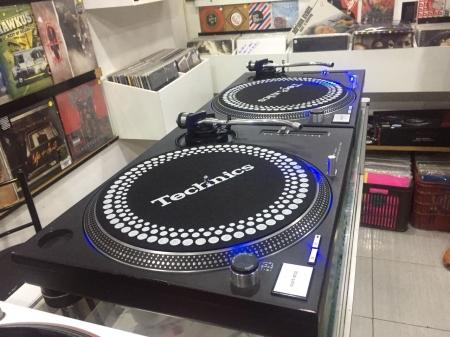 Toca Disco Technics SL 1210 MK 2 Pretas (O Par)