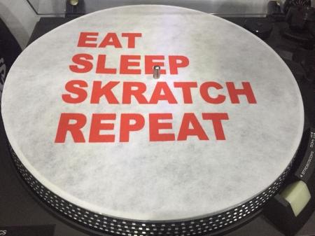 Feltro Eat Sleep Skratch Repeat Letras Cor Vermelho Espessura Fina UNIDADE