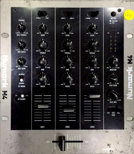 Mixer NUmark M4 Preto e Prata 3 Canais (Produto Usado)