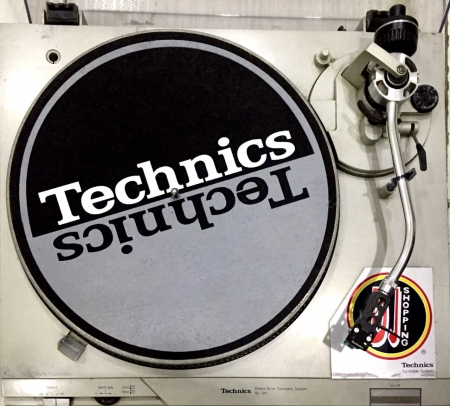 Toca Disco Technics SL D1 (Direct Drive Turntable System) USADA