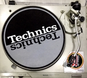 Toca Disco Technics SL D1 (Direct Drive Turntable System) USADA