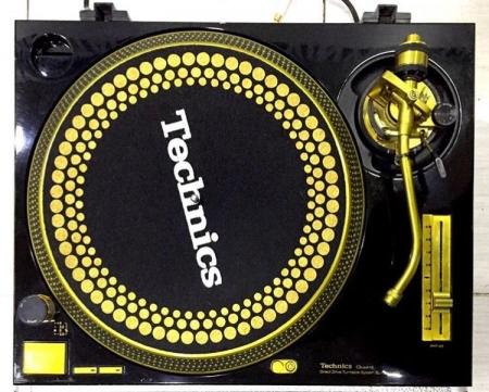 Toca Disco Technics MK 2 SL 1200 Preta & Gold (O PAR)