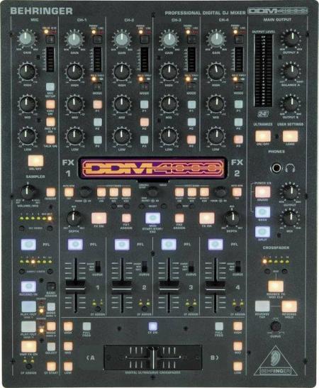 Mixer Behringer DDM4000 (Semi Novo)