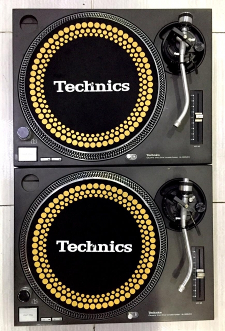 Toca Discos Technics SL 1200 Mk3 Produto Semi-Novo (O Par)