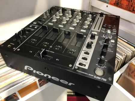 Mixer Pioneer DJM-750 Preto (Produto Usado)